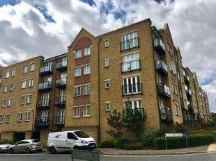 2 Bedrooms Flat for sale in Griffin Court, Northfleet, Gravesend, Kent