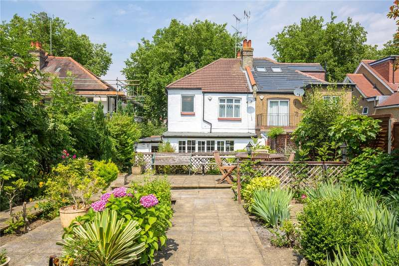 3 Bedrooms Semi Detached House for sale in The Crescent, London, N11