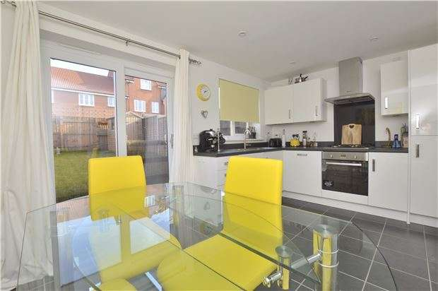 3 Bedrooms End Of Terrace House for sale in Greenfinch Road, Bishops Cleeve, GL52 8HD