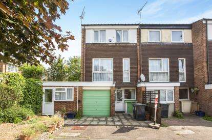 4 Bedrooms End Of Terrace House for sale in Loughton, Essex