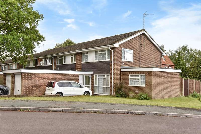 3 Bedrooms Semi Detached House for sale in Wey Close, Camberley