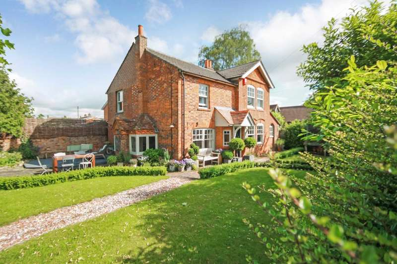 4 Bedrooms Detached House for sale in Main Street, Weston Turville