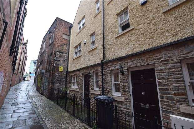 2 Bedrooms Terraced House for sale in Redcross Lane, BRISTOL, BS2 0FH