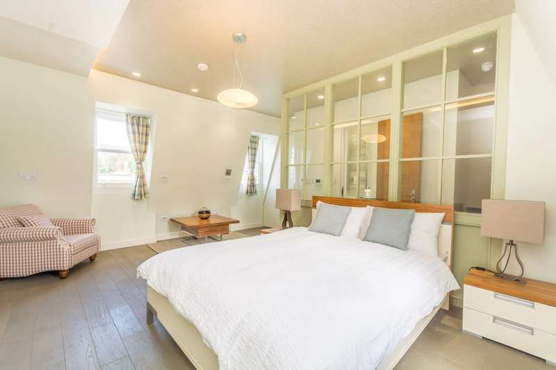 3 Bedrooms Maisonette Flat for sale in Caledonian Road, Barnsbury, N1