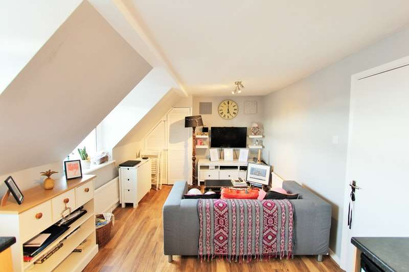 2 Bedrooms Flat for sale in Coldharbour Lane, London, London, SE5
