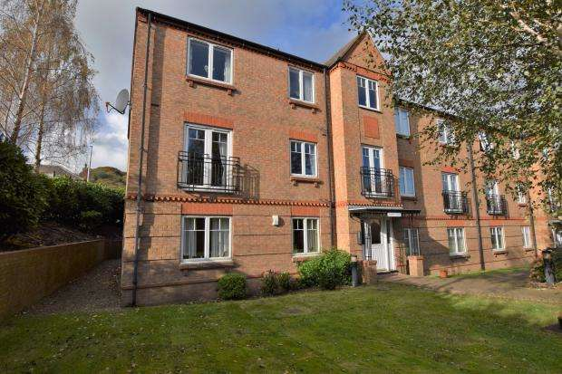 2 Bedrooms Apartment Flat for sale in Washbeck Close, Scarborough, North Yorkshire YO12 4DR