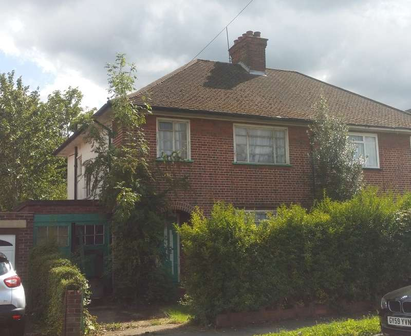 3 Bedrooms Semi Detached House for sale in North View, Pinner, Middlesex, HA5 1PF