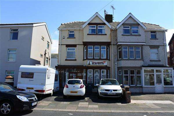 6 Bedrooms Semi Detached House for sale in Napier Avenue, Blackpool
