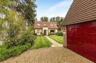 4 Bedrooms Detached House for sale in Harefield Road, Bognor Regis