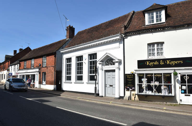 Shop Commercial for rent in 6 High Street, Fordingbridge, Hampshire SP6 1AX