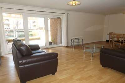 2 Bedrooms Flat for rent in Lynton Court, Century Wharf, Cardiff