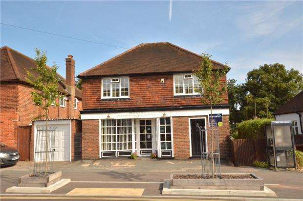 3 Bedrooms Detached House for sale in Woodbridge Hill, Guildford, Surrey
