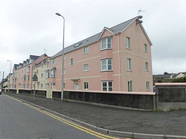 2 Bedrooms Flat for sale in London Road, Pembroke Dock, Pembrokeshire