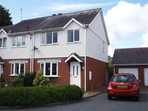 3 Bedrooms Semi Detached House for sale in Rhos Adda, Bangor, Gwynedd