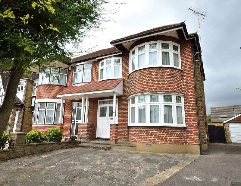 3 Bedrooms Semi Detached House for sale in Chase Way, Southgate, London. N14