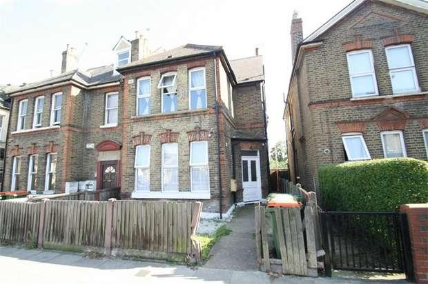 3 Bedrooms Flat for sale in Plashet Road, Plaistow, London