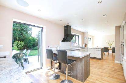 5 Bedrooms Detached House for sale in Oak Lea Avenue, Wilmslow, Cheshire