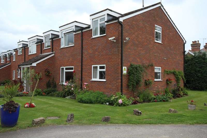 2 Bedrooms Flat for sale in Bickerley, Ringwood