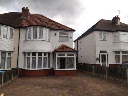 3 Bedrooms Semi Detached House for sale in Masters Lane, Halesowen, Birmingham, West Midlands