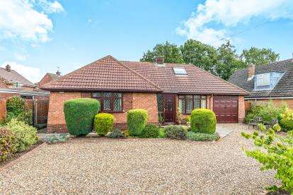 2 Bedrooms Bungalow for sale in Greenfield Road, Hillcroft Park, Stafford, Staffordshire