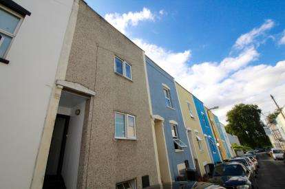4 Bedrooms Terraced House for sale in Montgomery Street, Victoria Park, Bristol
