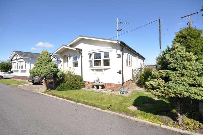 2 Bedrooms Park Home Mobile Home for sale in Greenfield Park, Freckleton, Preston, Lancashire, PR4 1UA