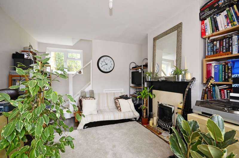 2 Bedrooms Semi Detached House for sale in North Close, High Barnet, EN5