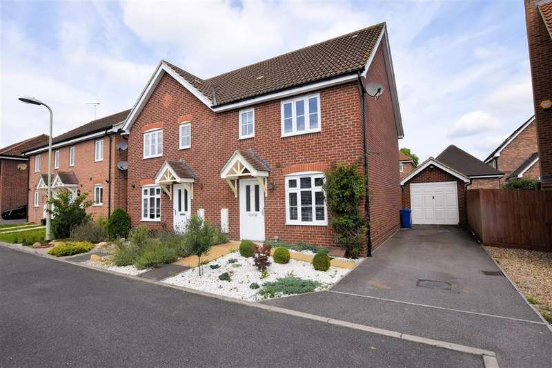3 Bedrooms Semi Detached House for sale in Oatlands Chase, Shinfield, Reading, RG2