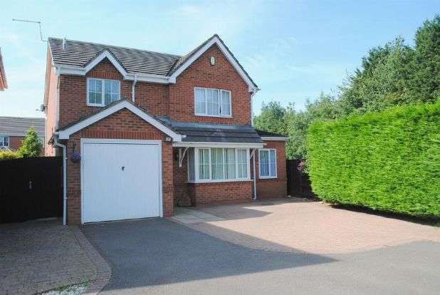 3 Bedrooms Detached House for sale in Dixon Road, Kingsthorpe, Northampton NN2 8XE
