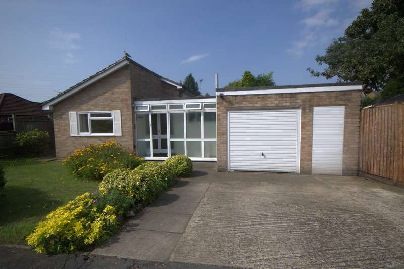 3 Bedrooms Detached Bungalow for sale in Byfleet