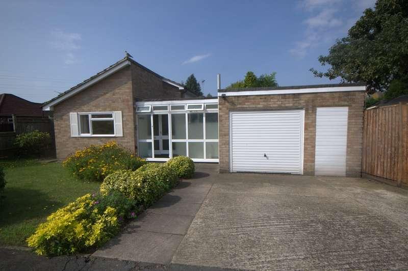 3 Bedrooms Detached Bungalow for sale in Byfleet