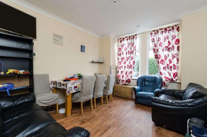 2 Bedrooms Maisonette Flat for sale in Graham Road, Wealdstone, HA3