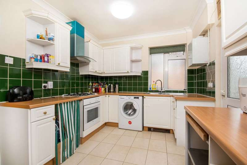3 Bedrooms Semi Detached House for sale in Wingfield Road, Kingston, KT2