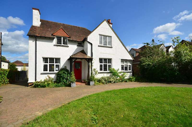 3 Bedrooms Detached House for sale in Woking Road, Guildford, GU1