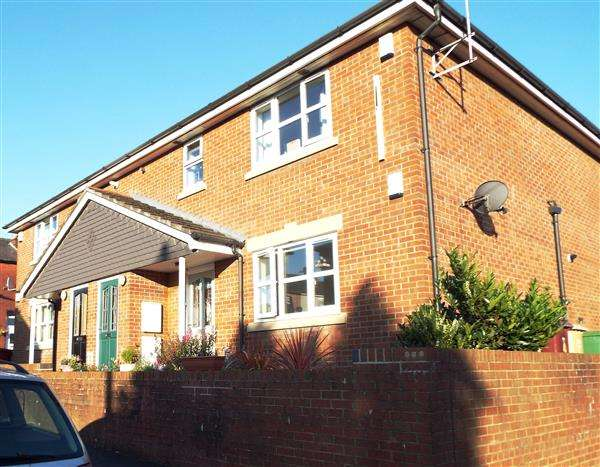 2 Bedrooms Apartment Flat for sale in Mulberry Court, Horwich
