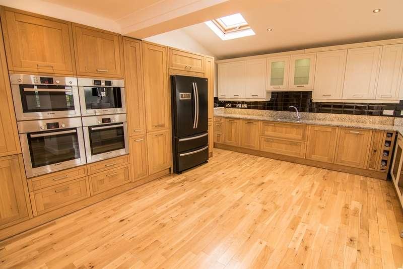 4 Bedrooms Detached House for sale in Vale View Crescent, Llandough, Penarth
