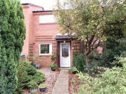 2 Bedrooms Terraced House for sale in Meadow Close, Stratford Upon Avon, Warwickshire