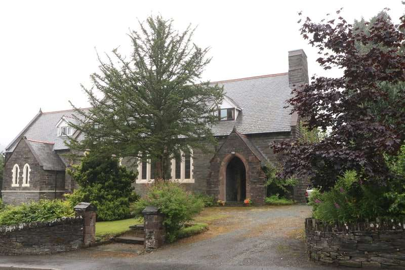 3 Bedrooms Semi Detached House for sale in Castle Terrace, Dolwyddelan, Conway, LL25