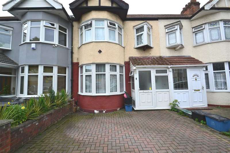 3 Bedrooms Terraced House for sale in Lynn Road, Newbury Park, Ilford