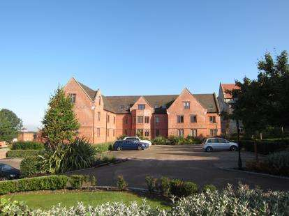 2 Bedrooms Flat for sale in The Galleries, Warley, Brentwood