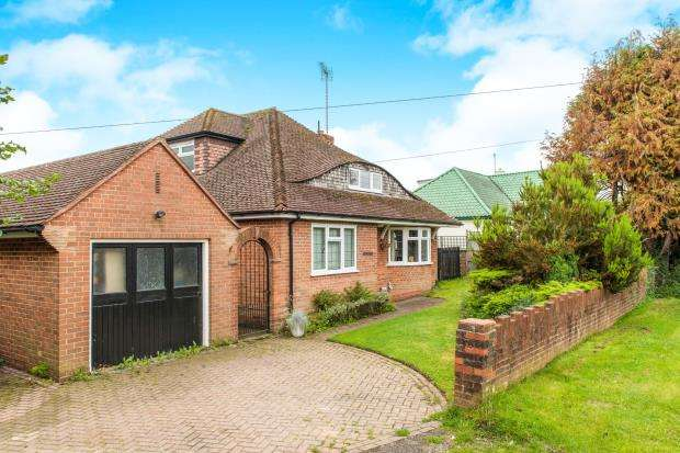 4 Bedrooms Detached House for sale in Jacob's Well, Guildford, Surrey