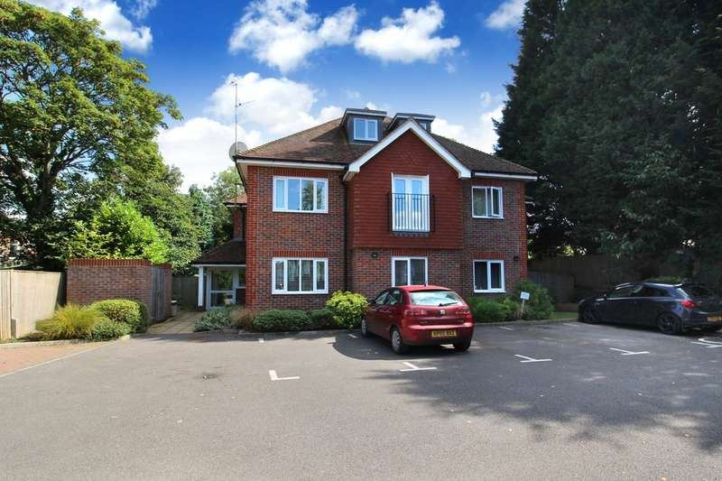 3 Bedrooms Flat for sale in Arun Gardens, Horsham