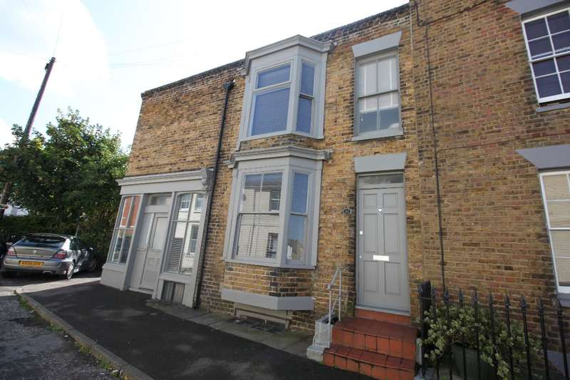 2 Bedrooms Semi Detached House for sale in Trinity Square