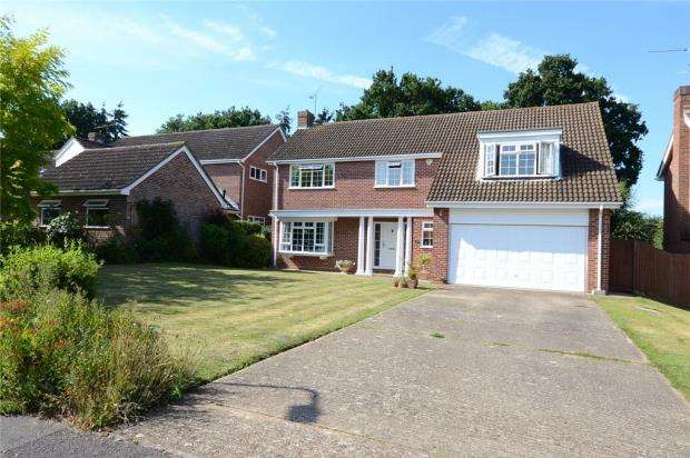 5 Bedrooms Detached House for sale in Sandford Drive, Woodley, Reading