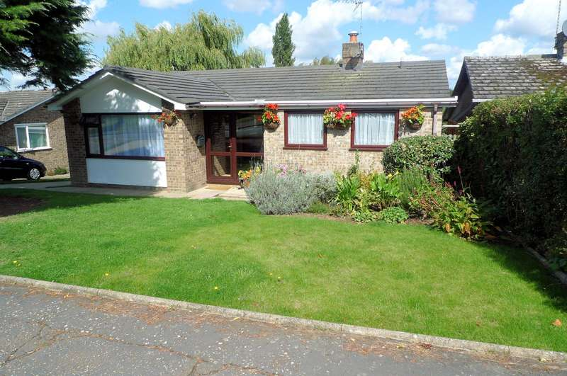 3 Bedrooms Detached Bungalow for sale in Habgood Close, Acle, NR13