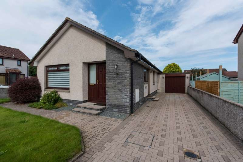 3 Bedrooms Bungalow for sale in Whinpark Circle, Portlethen, Aberdeen, Aberdeenshire, AB12 4SS