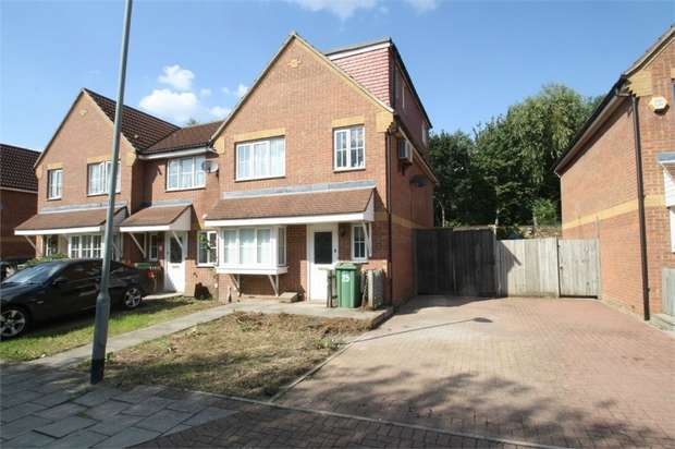 4 Bedrooms Semi Detached House for sale in Vulcan Close, Beckton, London