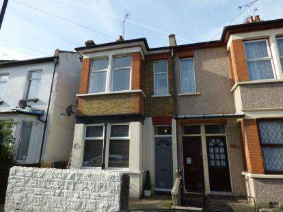 2 Bedrooms Flat for sale in Westcliff-On-Sea, Essex, England