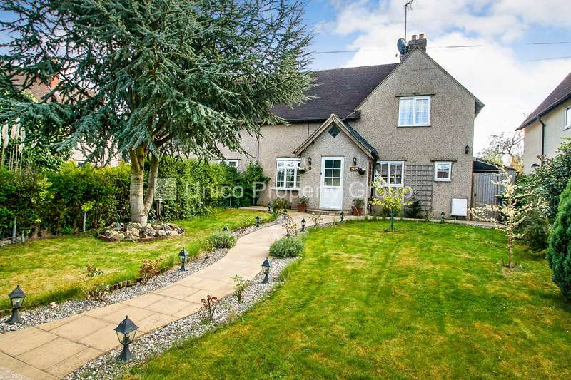 3 Bedrooms Semi Detached House for sale in Kingsmead Hill, Roydon, CM19