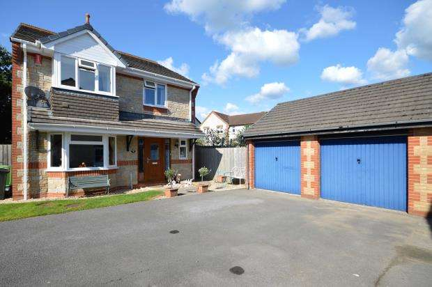 4 Bedrooms Detached House for sale in De Tracey Park, Bovey Tracey, Newton Abbot, Devon